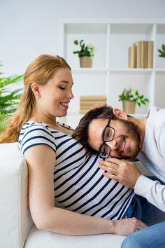 Préparer l'arrivée de bébé en couple grâce à l'haptonomie.  #grossesse #naissance # bébé #haptonomie #communication #papa #maman #enceinte #accouchement #aufeminin