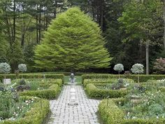 I love this Shakespeare inspired garden at Mayflower Inn, Washington, CT