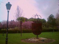 Escudo de la ciudad en el Parque de Asturias del barrio de Covibar.  Foto de Riselo.