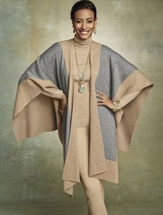 Fashion, Fashion, Fashion. The statements of the season. #chicossweeps love the color combo and easy style
