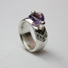 silver ring with amethist and zirkonia