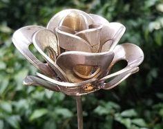 Rose métal Rose, recyclée en métal, Sculpture en métal Rose, Rose soudée, métal Rose Art, Steampunk Rose, Art de Cour, jardin Art, tête de 3,5 pouces