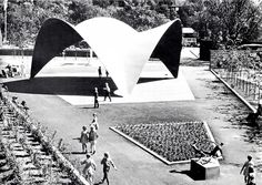 """Concha Candela"" de tres hypars curvas, atravesados, Feria Anual Flor, Jardín Botánico, Oslo, Noruega, 1962. Arq. Félix Candela - ""Candela Shell"" of three curved hypars, intersected, on display at the Annual Flower Fair, Olso, Norway, 1962"