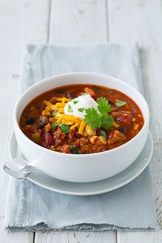 Quinoa Chili {Vegetarian}. Don't need to cook the quinoa beforehand; just increase the amount of water needed to the recipe.
