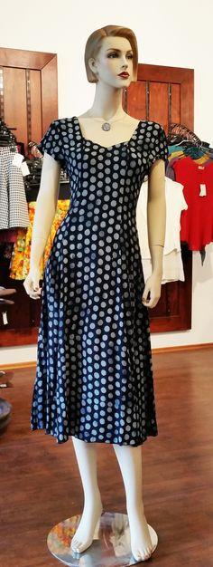 Maxi Sommerkleid von Campur. Farbenfroh in den Sommer mit leichten Campur Kleidern. Kleid - Dress Punkte blau/hellblau.