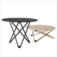 Subeybaja fra Santa & Cole er designet af Robert Heritage & Roger Webb i 1979. Dette fleksible og elegante hæve/sænke bord har 7 trin, og kan gå fra lavt sofabord, med en højde på 39 cm, til et standardspisebord med en højde på 72   Specifikationer: Ø 100 - H 39/72 cm Materialer: Top i knivskåret egefiner - stel i solid eg.