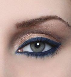 The navy blue eye makeup – tips and tricks - Makeup Tips Summer Gold Eyeliner, Navy Blue Eyeliner, Navy Blue Makeup, No Eyeliner Makeup, Blue Eye Makeup, Smokey Eye Makeup, Sparkly Eyeshadow, Blue Eyeliner Looks, Simple Eyeliner