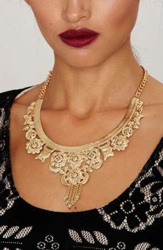 Collar Necklace ==