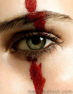 Blood is my war paint and sweat is my adornment. Writing Inspiration, Character Inspiration, Cosplay Make-up, Horror Make-up, Creation Photo, Maquillage Halloween, Red Queen, War Paint, Storyboard