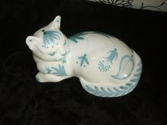 David Sharp Ceramics Rye Pottery Cat Lying Down White With Blue Floral Detail | eBay
