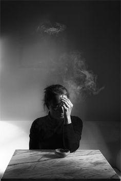 'Sonunda,ellerim böyle boş,ortalarda kalışım ne garip! Artık bir tarağım bile yoktu,efkar basınca okumaya bir kitabım bile yok...' Knut Hamsun~Açlık