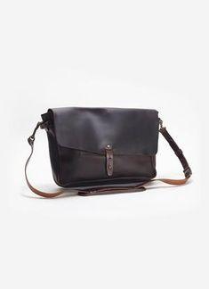 Vintage Leather Messenger Bag, Small Leather Bag, Leather Bags Handmade, Leather Men, Leather Wallet, Leather Case, Leather Company, Leather Projects, Purses