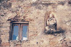 faun (omnia_mutantur) Tags: italy muro window statue wall ventana pared casa italia liguria edificio finestra janela mur palazzo parete statua fentre italie batiment faun predio palacio faune fauno bussanavecchia ligurie
