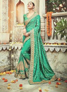 Looking to buy Indian clothes online ✓ Shop for designer salwar kameez with latest celebrity designs, including Anarkali suits, dresses, lehenga cholis now! Bridal Sarees Online, Party Wear Sarees Online, Online Shopping Sarees, Trendy Sarees, Fancy Sarees, Stylish Sarees, Indian Dresses, Indian Outfits, Indian Clothes