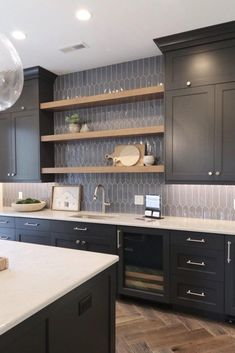 Home Decor Kitchen, Kitchen Interior, New Kitchen, Kitchen Sink, Kitchen Backsplash, Backsplash Dark Cabinets, Granite Countertop, Kitchen Tops, Black Kitchen Cabinets