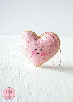 PDF Pattern - Sugar Cookie Heart, Valentine's Day Ornament Pattern, Kawaii Softie Sewing Pattern, Felt Ornament Pattern by sosaecaetano on Etsy https://www.etsy.com/listing/261878847/pdf-pattern-sugar-cookie-heart