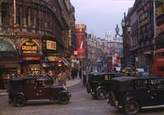 Picadilly Circus, 1949 Vintage Photography, Colour Photography, Street Photography, London Photography, Amazing Photography, White Photography, Vintage Photos, Foto Vintage, 1940s Photos