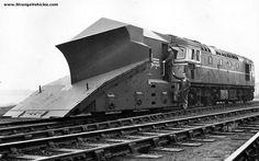 snow on British Rail, railway snow pictures Diesel Locomotive, Steam Locomotive, Train Pictures, Snow Pictures, World Of Tomorrow, Rail Car, British Rail, Old Trains, Snow Plow