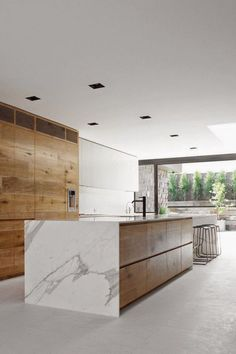 30 Rustic Modern Kitchen Ideas for Your Home - Keep Decor Rustic broadminded kitchen. locate ideas and inspiration for rustic futuristic kitchen to mount up to your own home. Kitchen Design Color, Dining Room Design, Contemporary Kitchen Design, Contemporary Kitchen, Home Decor Kitchen, White Marble Kitchen, Farmhouse Style Kitchen, Minimalist Kitchen, Modern Kitchen Design