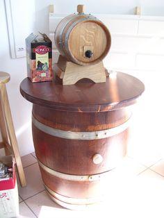 1022 - Tavolo per #pub con #botte dispencer per cartoni di vino preconfezionato da servire a direttamente ai clienti