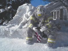 ice sculpture to honor the fallen on 9/11...WOW WHAT A WORK OF ART!!!  <3 <3 PRAY 4 WORLD PEACE <3 <3