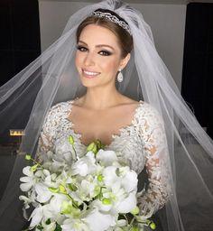 27 Wedding Makeup Ideas For Stylish Brides - Page 22 of 27 - VimDecor Bridal Veils And Headpieces, Bridal Hairdo, Lace Bouquet, Shower Dresses, Braut Make-up, Bride Hairstyles, Bridal Looks, Wedding Make Up, Bridal Makeup