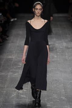 http://www.vogue.ru/collection/autumn_winter2016/ready-to-wear/paris/Valentino/