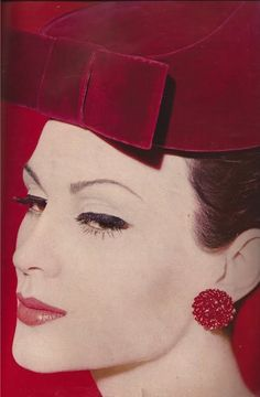 Pillbox hat by Lilly Dache, 1959.