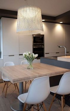 Trendy Kitchen Table And Chairs Ideas Space Saving Modern Kitchen Tables, Kitchen Island Table, Kitchen Benches, Modern Kitchen Design, Kitchen Dining, Kitchen Table Chairs, Dining Nook, Luxury Kitchens, Home Kitchens