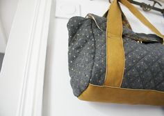 Le sac bowling My Bags, Purses And Bags, Diy Sac, Couture Sewing, Sewing Accessories, Diy Clothes, Diaper Bag, Sewing Projects, Handbags