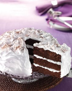 Devilish Chocolate Cake  recept | Dr. Oetker Meringue Recept, Cake Recept, Dutch Kitchen, Pavlova, Vanilla Cake, Chocolate Cake, Delicious Desserts, Food, Project 4
