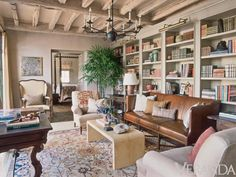 Home design and interior decorating is what VERANDA magazine is all about. My Living Room, Living Area, Living Spaces, Best Interior, Interior Design, Desert Homes, Home Libraries, Mediterranean Homes, Oak Doors