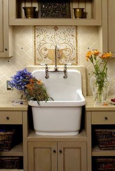 Amazing Vintage Sink Designs Love this laundry room sink and the beautiful tile work behind it. More MoreLove this laundry room sink and the beautiful tile work behind it. Laundry Room Sink, Laundry Room Design, Small Laundry Sink, Laundry Art, Laundry Tubs, Small Sink, Vintage Sink, Vintage Style, Wedding Vintage