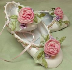 cute ballet slippers.   (Source: yodewandadawan, via strawberryshortcakexo) via queenbee.tumblr.com