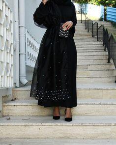 im in love with that coko 😂😍 Modern Abaya, Modern Hijab Fashion, Hijab Fashion Inspiration, Abaya Fashion, Muslim Fashion, Modest Fashion, Fashion Dresses, Hijab Style, Hijab Chic