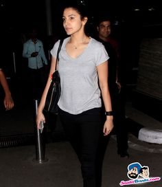 Stars Spotted 2015 -- Anushka Sharma snapped at mumbai domestic airport Picture # 327549