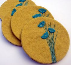 wool felt coasters with flowers Felted Wool Crafts, Felt Crafts, Fabric Crafts, Sewing Crafts, Fabric Brooch, Felt Brooch, Felt Embroidery, Felt Applique, Felt Flowers