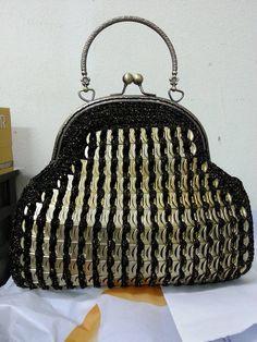 Mary Oh makes beautiful #crochet purses with yarn and aluminum pull tabs via @knithacker
