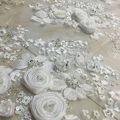 1,034 отметок «Нравится», 6 комментариев — fashion embroidery (@matreshki.rf) в Instagram: «#urbancouture #embroidery #embellishement #sequins #couture #handmade #partydress #вышивкаоткутюр…»