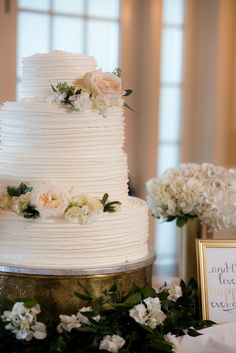 Stunning, Classic Cake with Roses