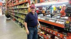 Gustavo Díaz, cocreador del portal, en un Home Depot de Alabama, donde trabaja.