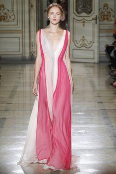 Luisa Beccaria Milano - Spring Summer 2016 Ready-To-Wear - Shows - Vogue. Runway Fashion, Spring Fashion, High Fashion, Fashion Show, Fashion Design, Women's Fashion, Milan Fashion, Fasion, Fashion Trends