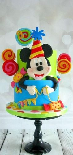 Mickey Mouse Cake   https://lomejordelaweb.es/