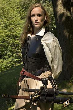 Lederrüstung für Frauen, bzw. Frauenrüstungen aus weichem und hartem Leder. Ledermieder, komplette Rüstungssets und Brustpanzer für Kriegerinnen, Drow und Elfen.