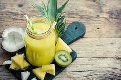 Kiwi and spinach smoothie Quick Healthy Breakfast, Diabetic Breakfast, Healthy Recipes For Weight Loss, Diabetic Recipes, Kiwi, Healthy Fruit Desserts, Healthy Food, Hidden Veggies, Nutrient Rich Foods