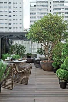 Denise Barreto / Artefacto Show, Schellfock Wolf Straße in Paulista Garten São Paulo Green Things green color roof house Rooftop Terrace Design, Rooftop Patio, Outdoor Balcony, Terrace Garden, Terrace Ideas, Garden Ideas, Terrace Decor, Balcony Gardening, Balcony Ideas
