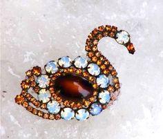 Swan Lake 1950s rhinestone vintage brooch