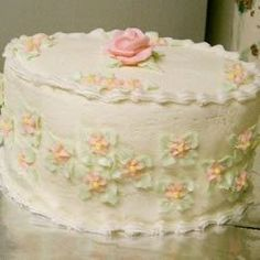 Wedding Cake Icing Recipe - Very Easy! Add a little more water to ice the cake and a little less to make the decorations! Wedding Cake Frosting, Icing Frosting, Frosting Recipes, Wedding Cake Toppers, Cake Recipes, Wedding Cakes, Dessert Recipes, Vegan Frosting, Cookie Icing