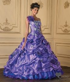Did you ever seen such a ballgown?!