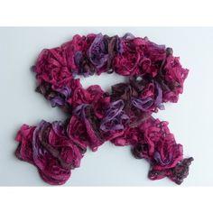 Echarpe femme tricoté main en laine froufrou aspect volant, très belle  écharpe, élégante, f04ea7d7310